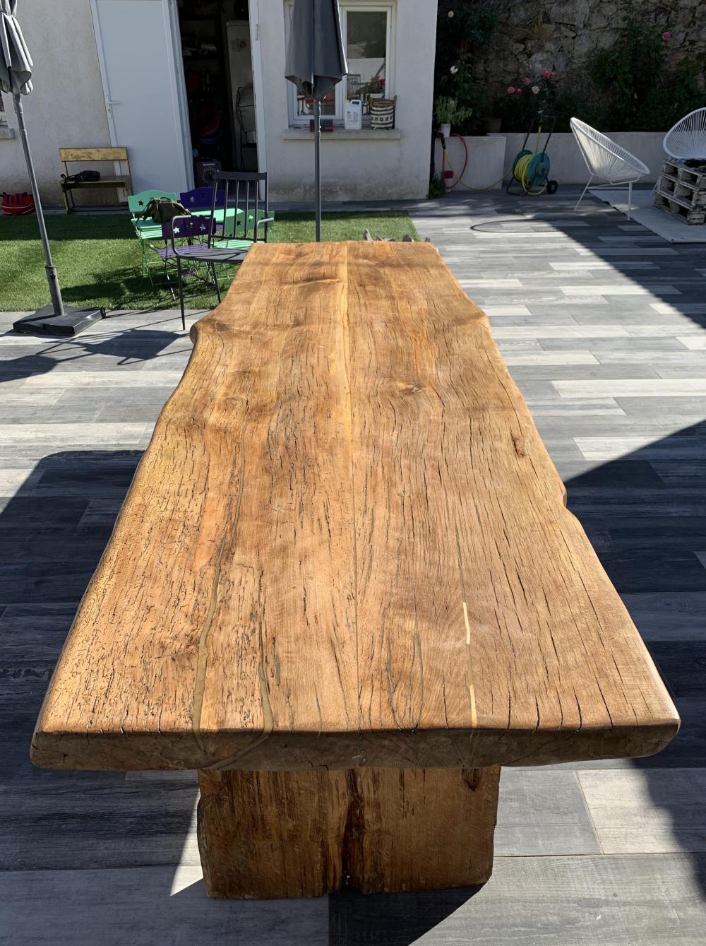 Table massive piétements en bois avec application plastivernis spécial extérieur – 2600.00€