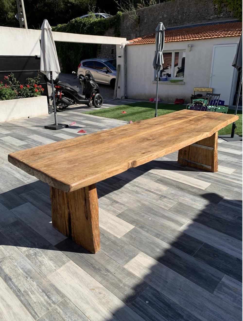Table en bois bords irréguliers