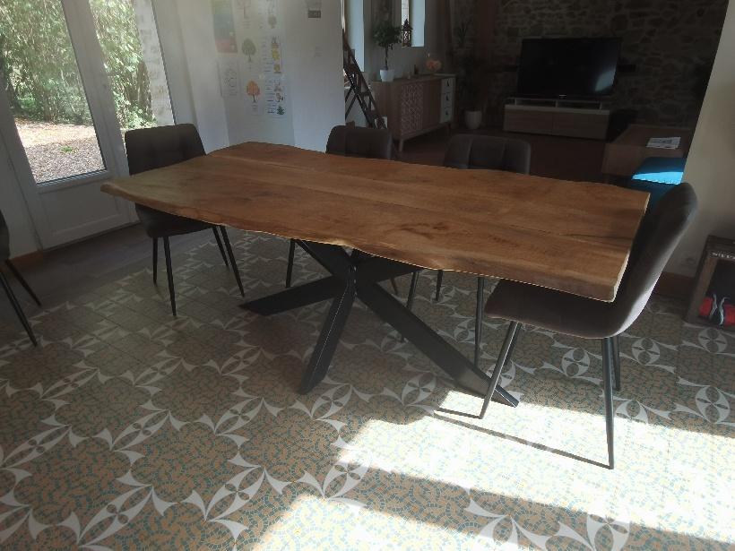 Table en vieux chêne avec piétements mikado araignée – 2100.00€