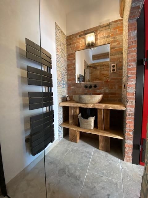 Meuble de salle de bain en chêne de Bourgogne avec lasure imperméabilisante – 1200.00€