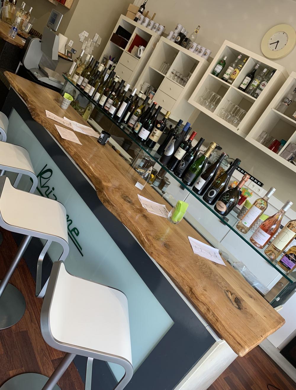 Comptoir de bar en vieux chêne de bourgogne à bord irrégulier avec imprégnation de plasti-vernis – 450.00€