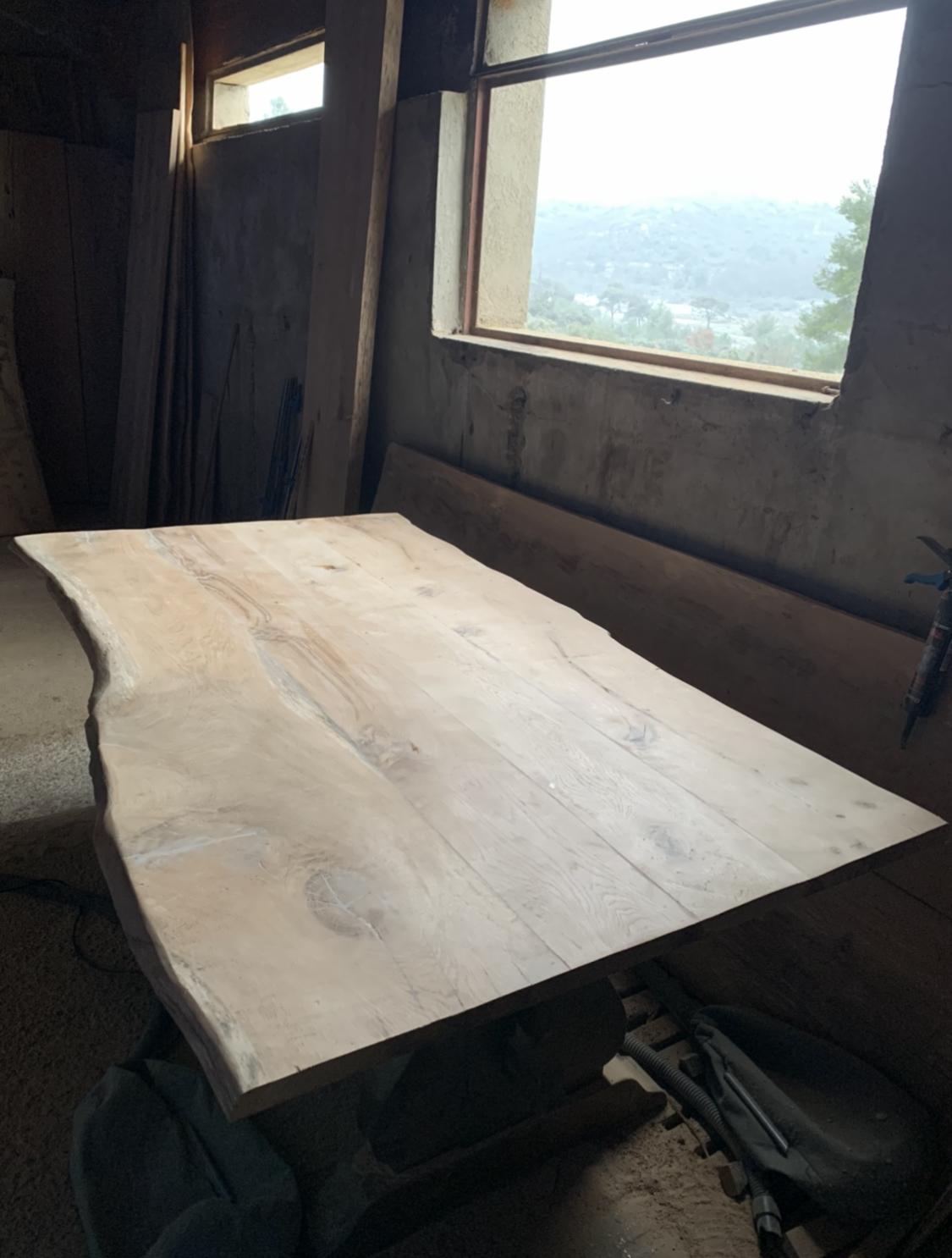 Plateau pour table en chêne à bords irréguliers – 1600.00€