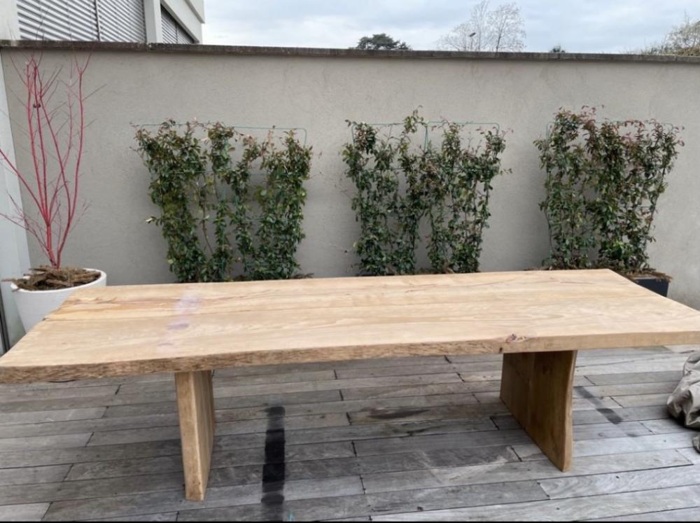 Table en hêtre massif piètement bois – 2600.00€