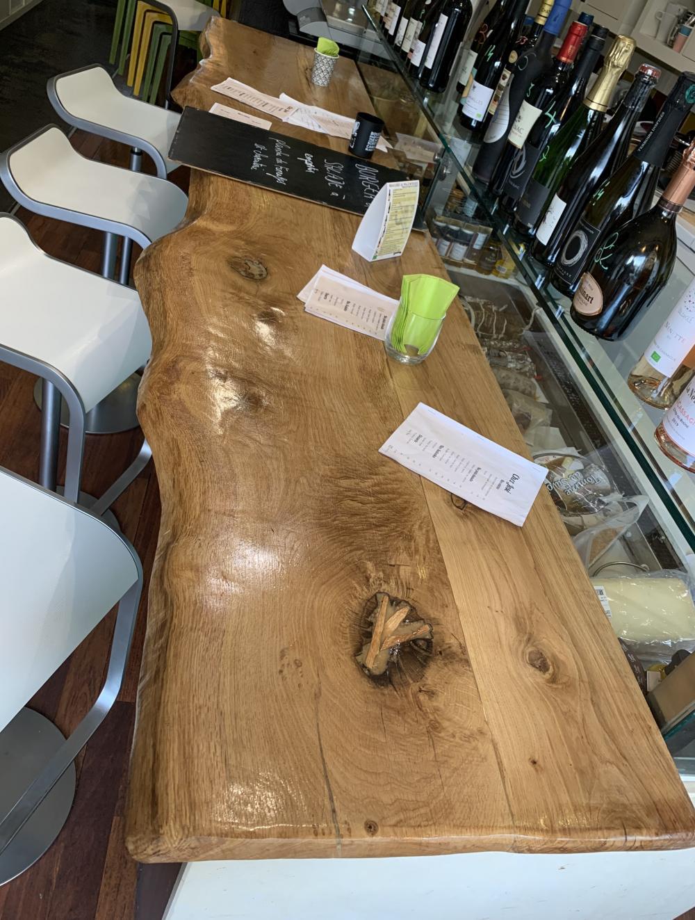 Comptoir en chêne bords irréguliers avec vernis marin – 1200.00€
