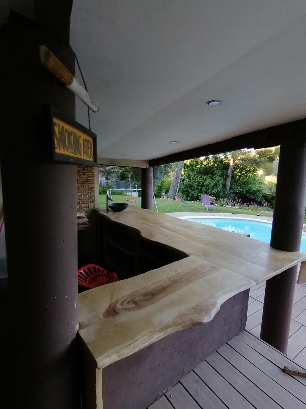 Comptoir en vieux chêne clair à bords organiques – 600.00€