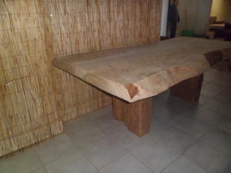Table en cèdre – 1800.00€