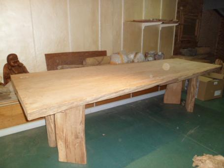 Table en cèdre – 1800.00€
