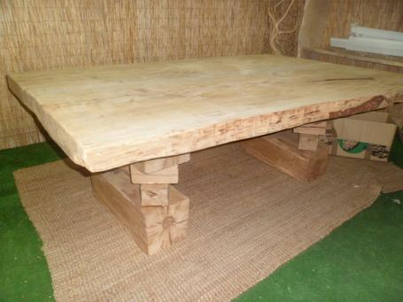 Table sur mesure en cèdre – 1900.00€