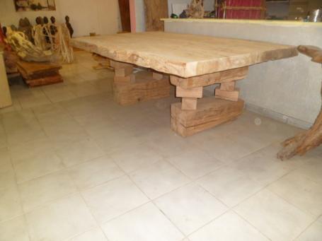 Table chêne massive – 2000.00€