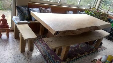 Bancs et table en chêne massif – 2800.00€