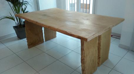 Table en chêne piétement bois – 1500.00€