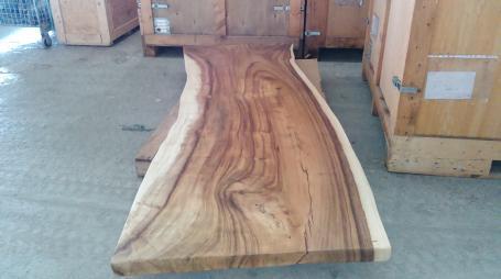 Table en suar avec piétement bois ou métal