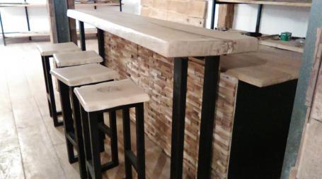 Tabouret bar bois et métal – 250.00€
