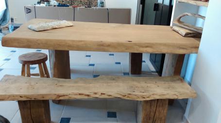 Table en chêne avec bancs – 2200.00€