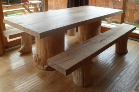 Table et bancs hêtre et rondins de bois – 2300.00€