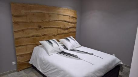 Tête de lit en bois flottés bords irréguliers – 150.00€