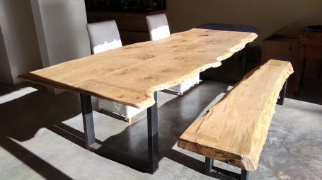 Table bois chêne et métal – 1850.00€