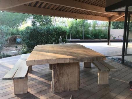 Table en chêne avec bancs – 0.00€