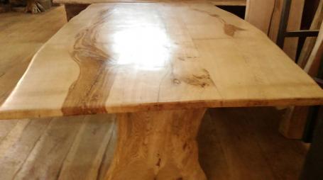 Table en chêne piétement bois – 1700.00€