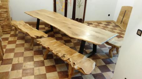 Table en chêne avec bancs teck a part – 1900.00€