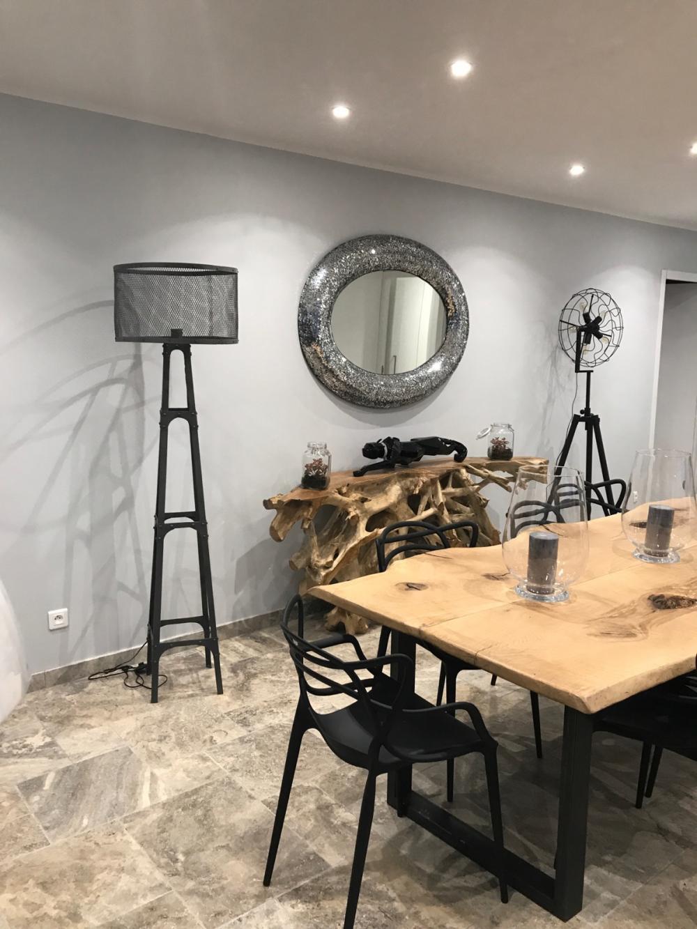 Table en chêne bords irréguliers piétements métalliques – 1800.00€
