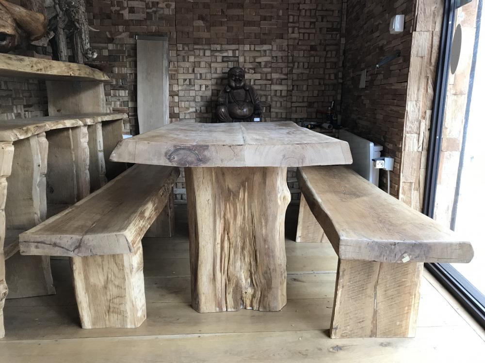Table et bancs vieux chêne – 2450.00€