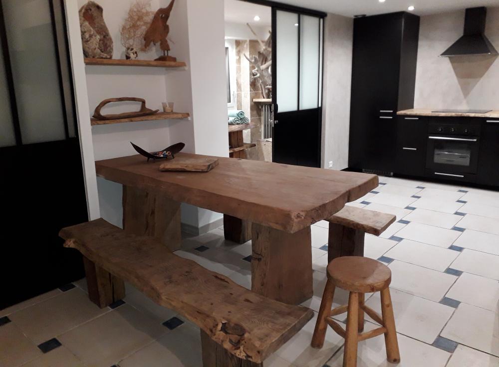 Ensemble table et bancs vieux chêne – 2450.00€