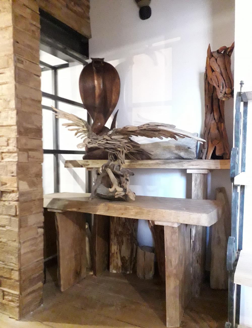 Console massive chêne de Bourgogne clair et piétements en bois – 600.00€