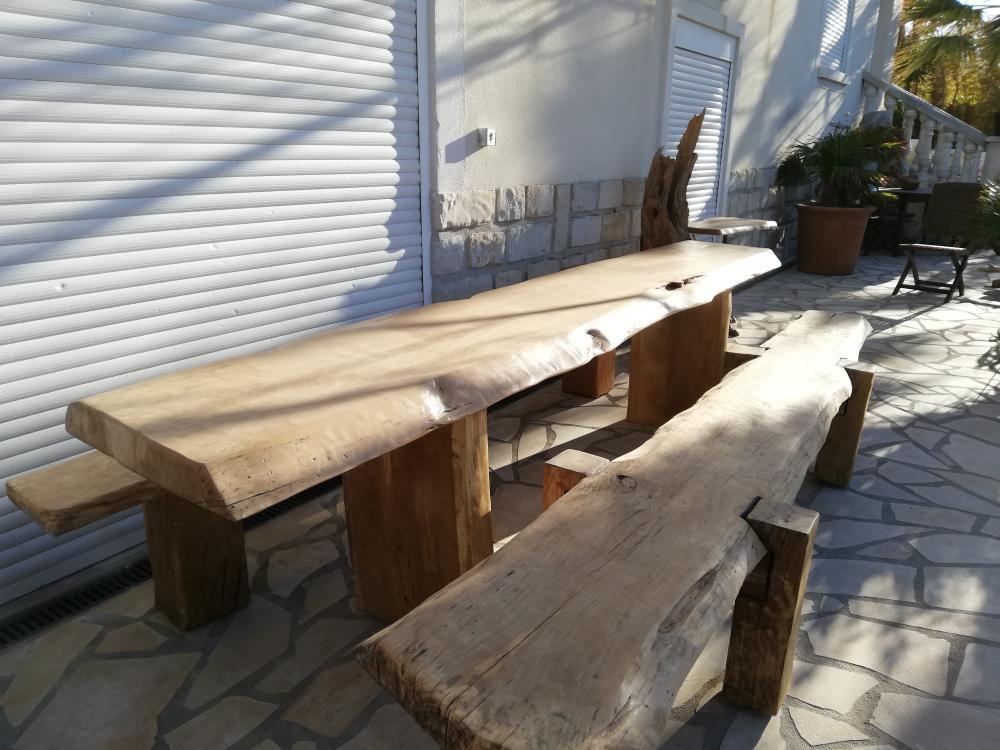 Table et bancs extérieur traites – 2000.00€