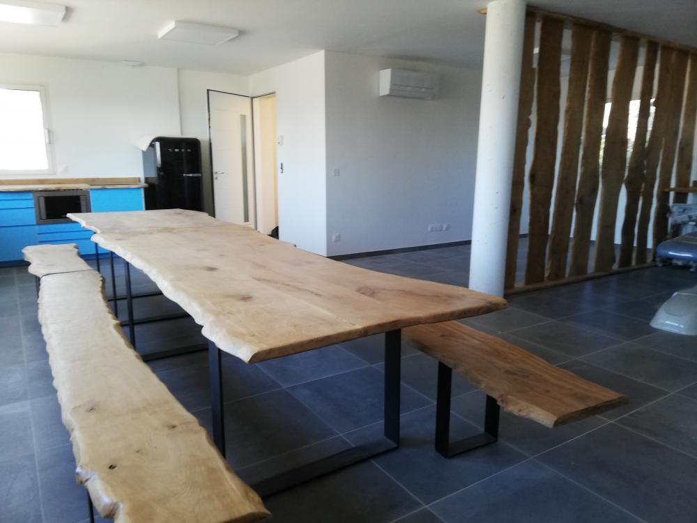 Ensemble table et bancs piètement métal – 0.00€