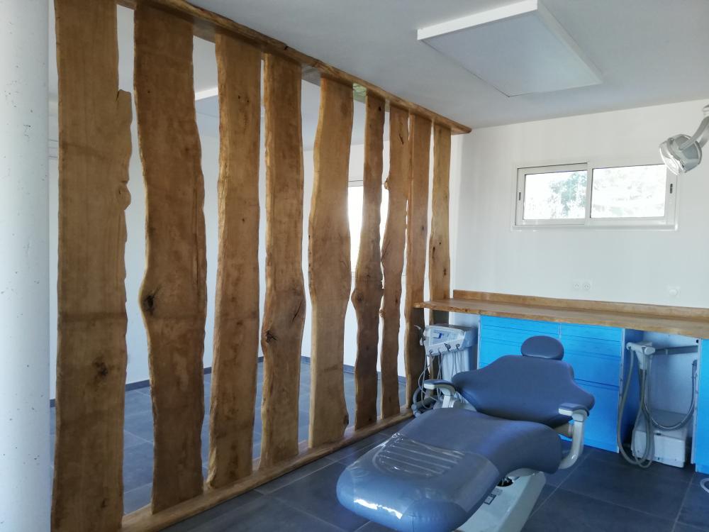 Mur de bois pour séparation de pièce en chêne de Bourgogne à bords irréguliers – 300.00€