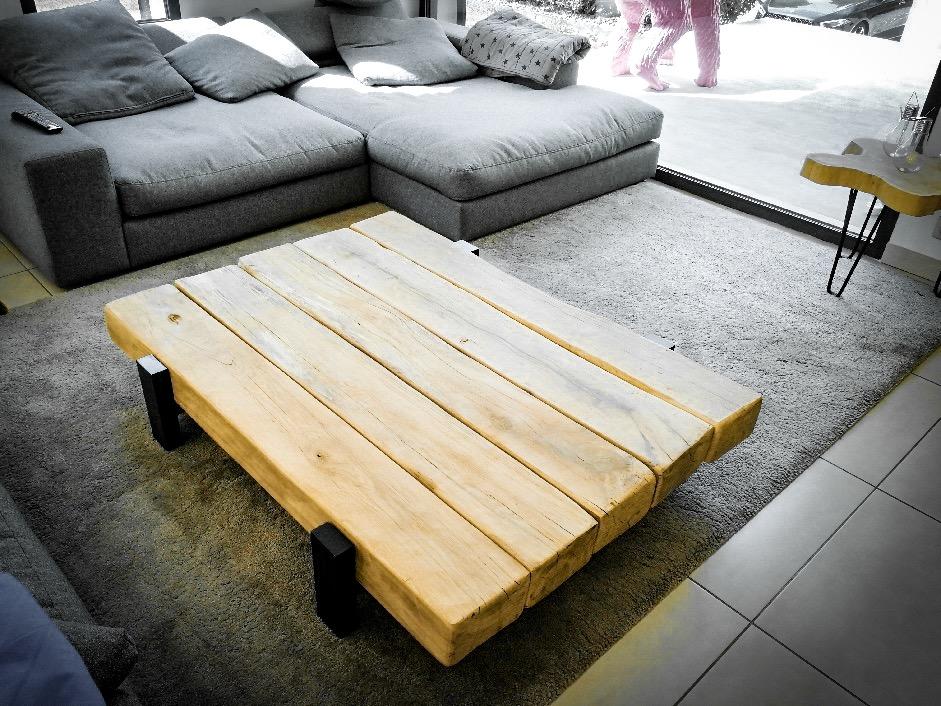 Table basse poutres de chêne piétements métal – 1500.00€