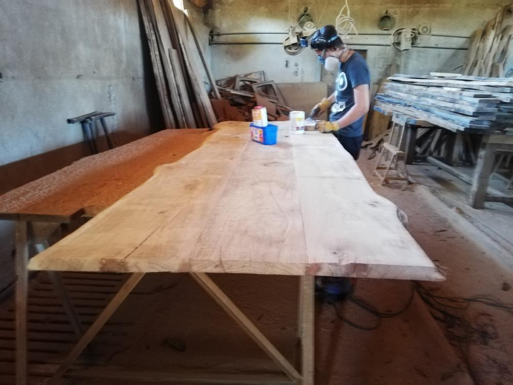 Plateau de table en cours de préparation