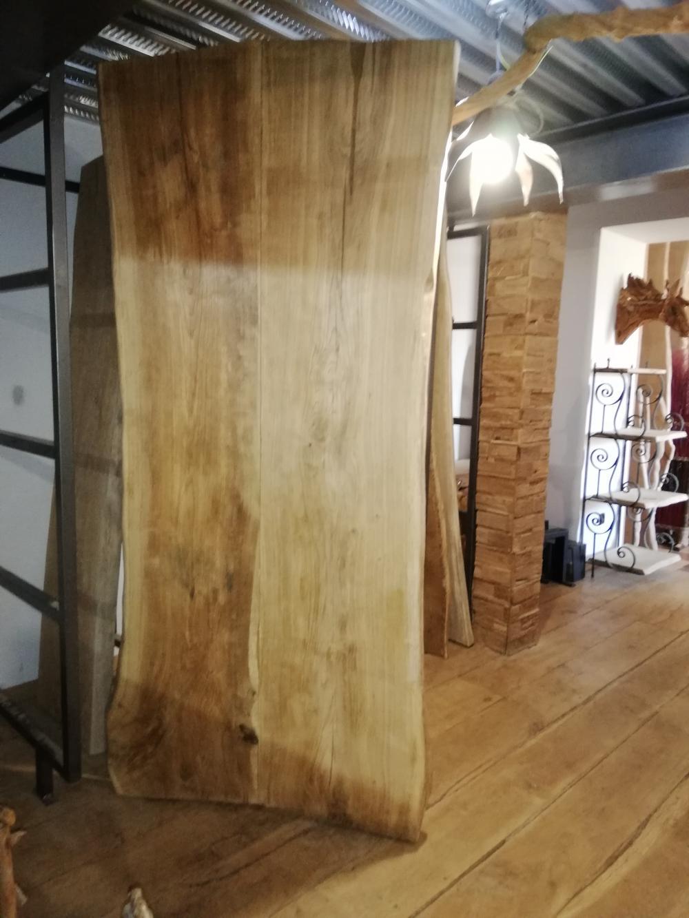 Plateau de vieux chêne massif sous écorces – 2200.00€