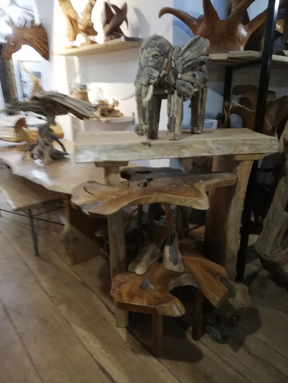 Mange debout en chêne massif et table basse en teck – 650.00€