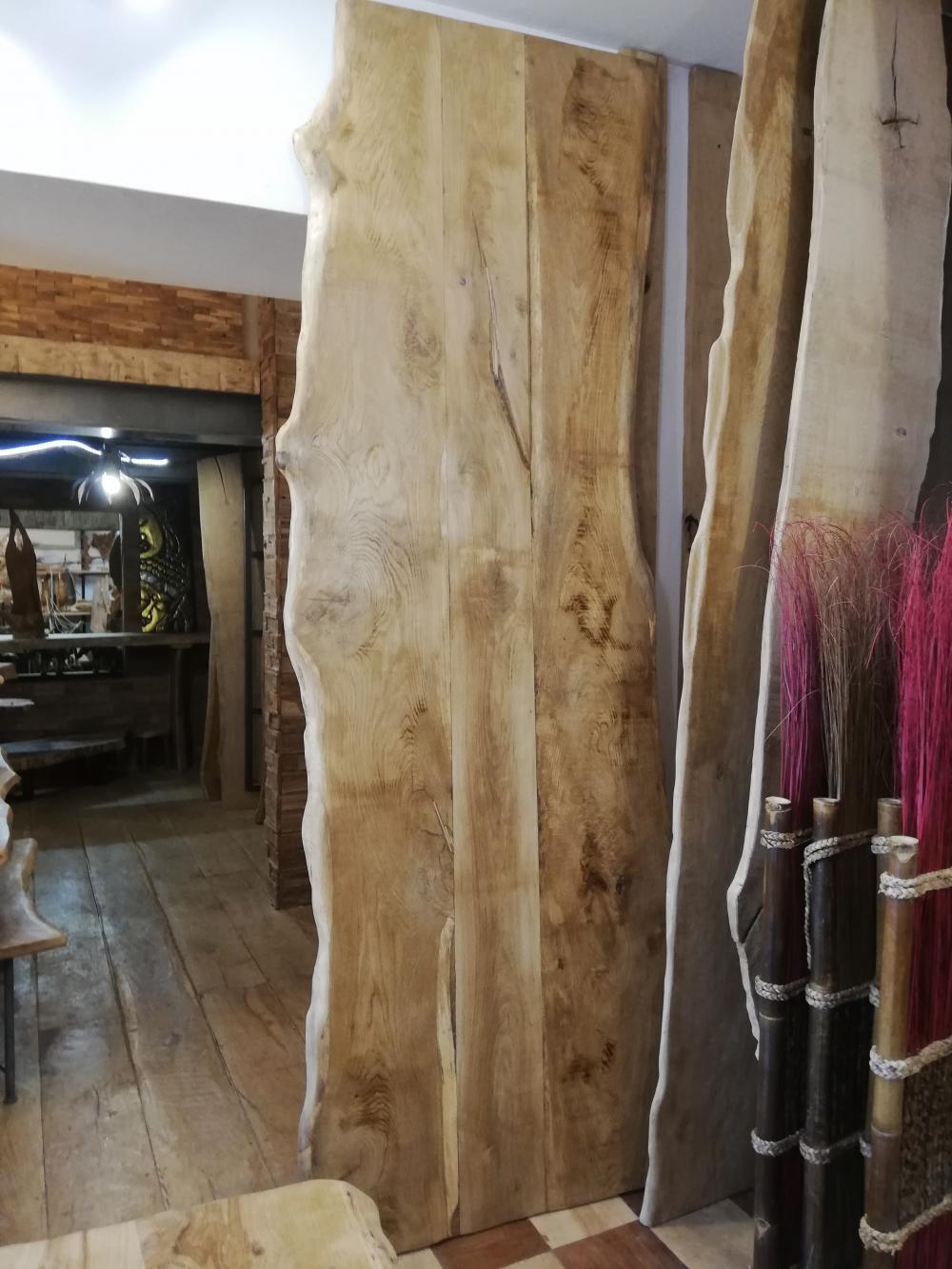Plateau vieux chêne de bourgogne sous écorces  bord irréguliers – 1750.00€
