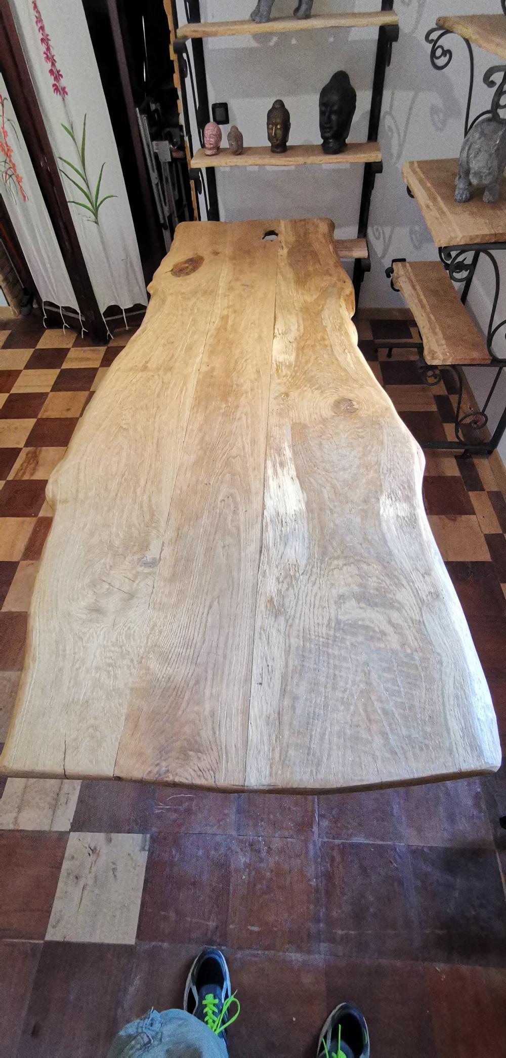 Table en chêne  avec pieds métalliques – 1900.00€