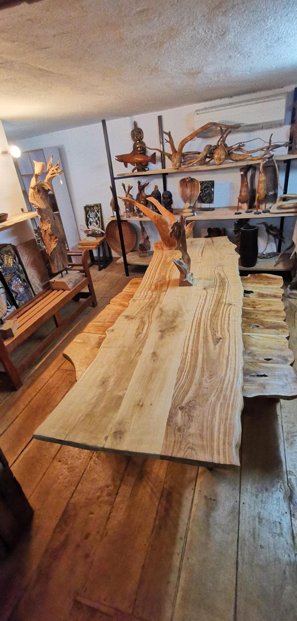 Table en chêne  avec pieds métalliques aiguille – 1750.00€