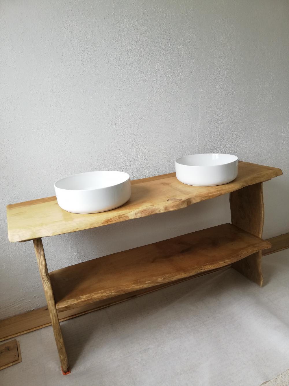 Meuble de salle de bain en chêne clair à bords irréguliers + étagère – 950.00€