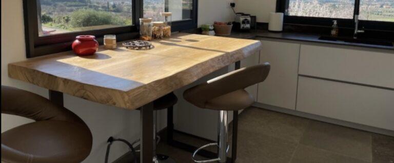 Table haute et plan de travail de cuisine en bois massif