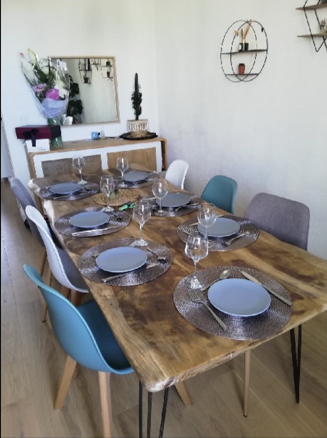 Table vieux chêne piètement métallique aiguille – 1300,00€